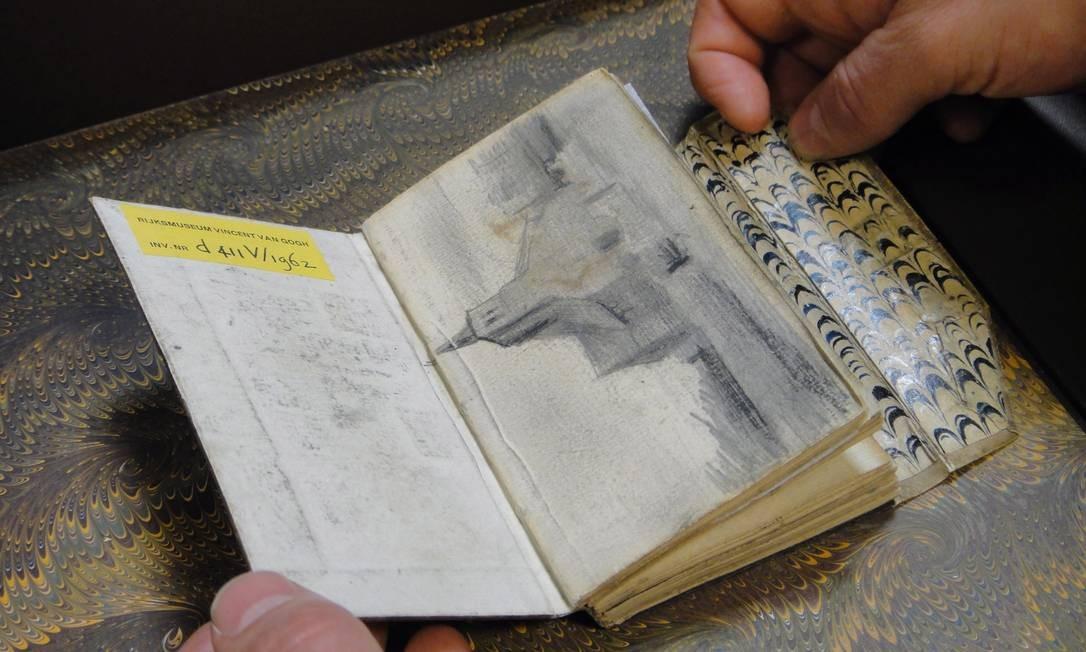 Cadernos de rascunho de Vincent Van Gogh fazem parte do acervo do museu que leva seu nome em Amsterdam Foto: DIVULGAÇÃO/MOLLY OLDFIELD