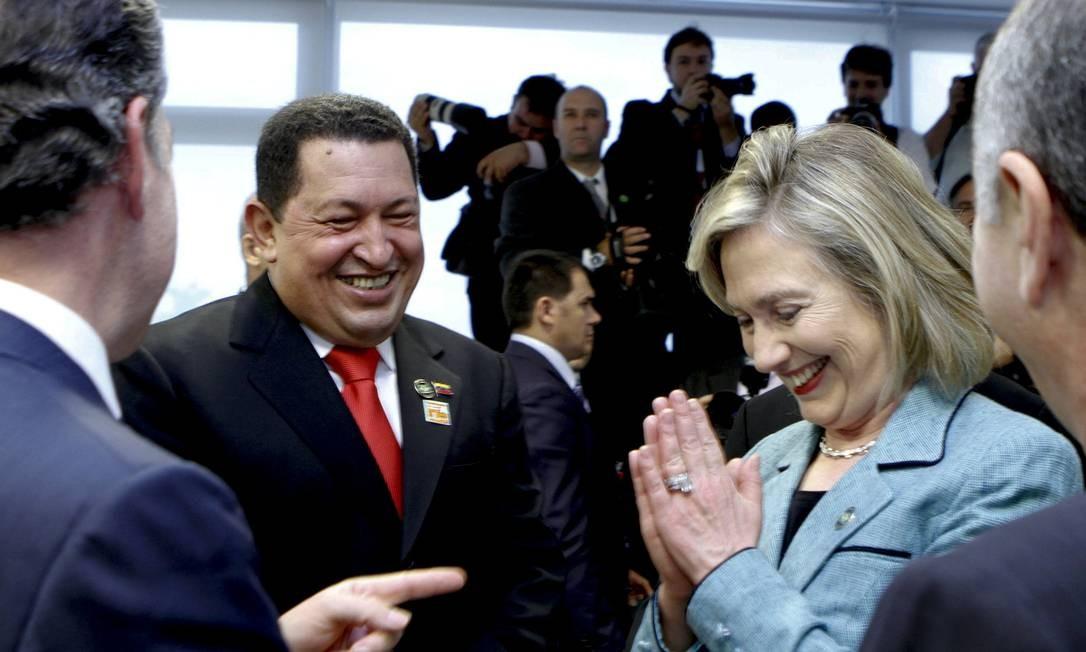 Com a então secretária de Estado dos Estados Unidos Hilary Clinton e o presidente da Colômbia Juan Manuel Santos no Palácio do Planalto em Brasília Foto: REUTERS
