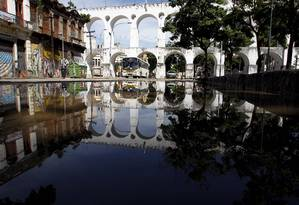 A Lapa amanheceu com vários bolsões d'água nesta quarta-feira Foto: Pablo Jacob / Agência O Globo