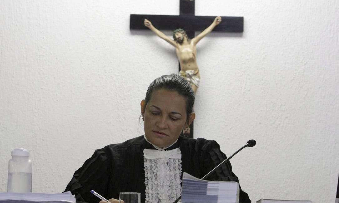 A juíza Marixa Fabiane antes de interrogar Bruno Foto: Fabiano Rocha / Agência O Globo