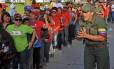 Multidão enfrenta fila em Caracas para ver Chávez pela última vez