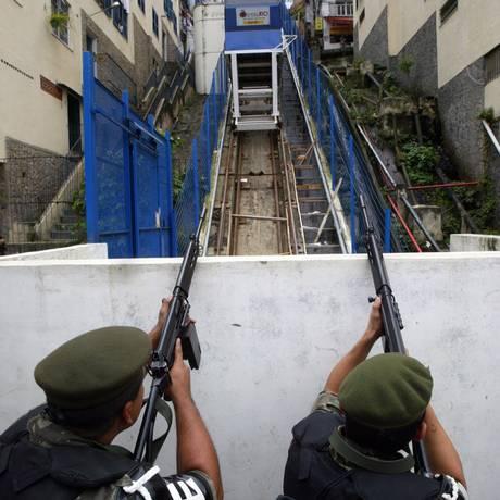 O plano inclinado na favela do Pavão- Pavãozinho Foto: Márcia Foletto