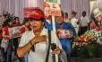 Venezuelanos se emocionam na despedida do presidente