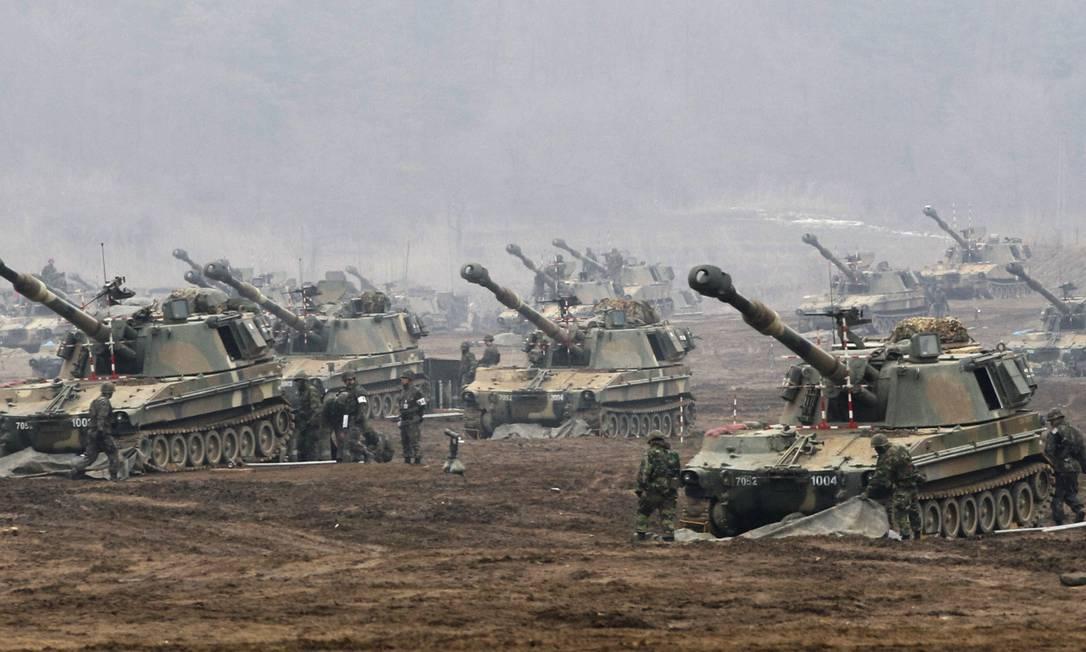 Tanques sul-coreanos fazem exercícios de treinamento contra possível ataque norte-coreano Foto: Ahn Young-joon / AP