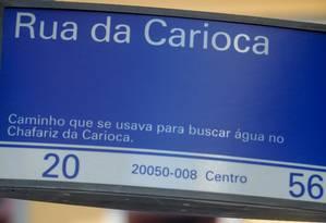 Nome Rua da Carioca vem do século XVIII, pois o caminho era usado por quem ia buscar água no Chafariz da Carioca Foto: Pedro Kirilos / O Globo