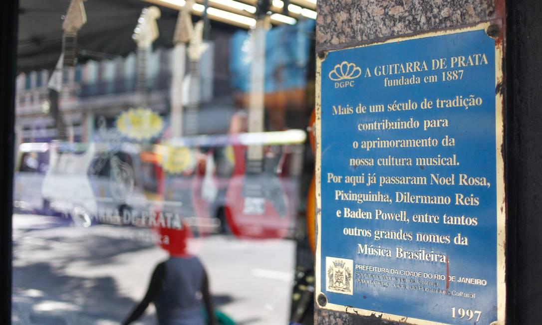RI 08/03/2013 - Rua da Carioca, correndo o risco de ter suas caracteristicas perdidas apos o banco opportunity comprar casaroes que datam de 1878. Foto Pedro Kirilos / Agencia O Globo Pedro Kirilos / Agência O Globo
