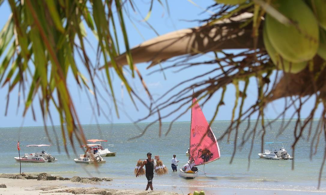 Para aproveitar melhor a praia nos arredores do Forte Orange, o ideal é ir em dias de semana, quando há menos movimento. Foto: Hans von Manteuffel / O Globo