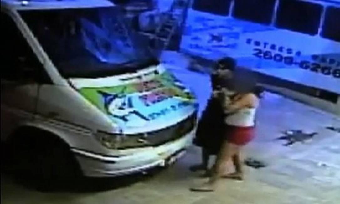 Flagrante em Itaipu. Sistema de segurança registra mulher sendo atacada no último dia 18 Foto: Reprodução da internet