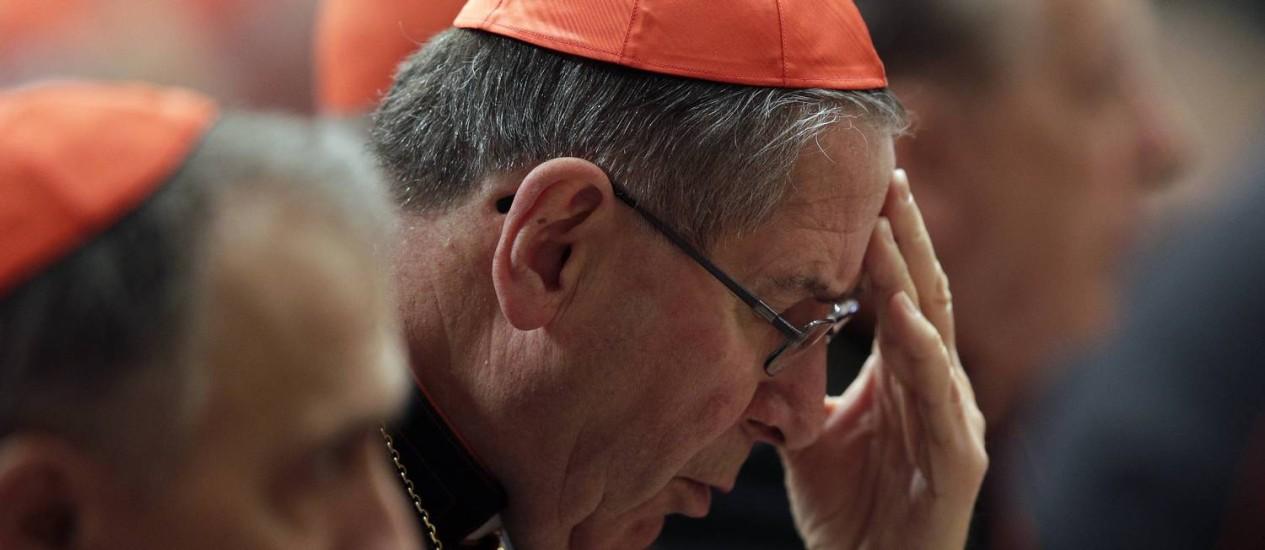 Controvérsia. O cardeal Roger Mahony em reunião pré-conclave: suspeito Foto: MAX ROSSI / Reuters/6-3-2013