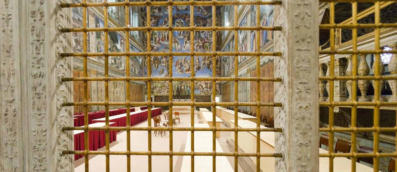 A Capela Sistina, no Vaticano, pronta para receber os cardeais durante o conclave Foto: Alessandra Tarantino / AP
