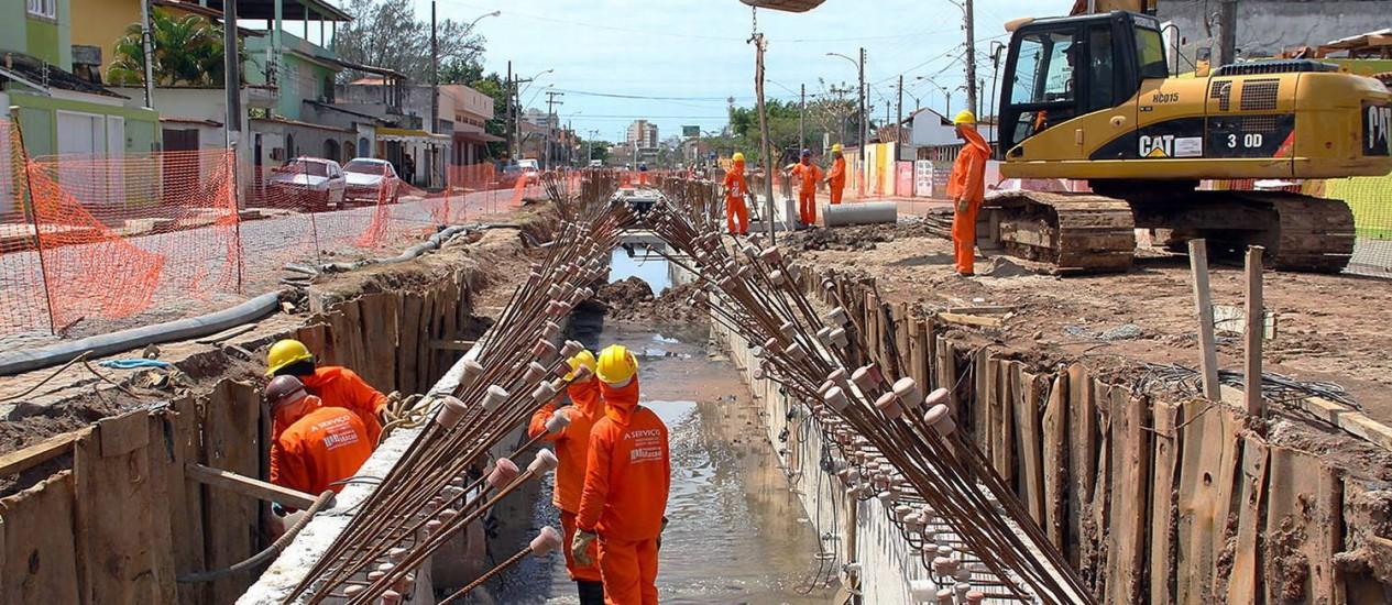 Resultado de imagem para Obras de saneamento perdem investimentos