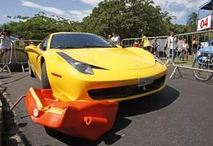 A Ferrari que atropelou três pessoas durante o evento. Nenhuma ficou em estado grave Foto: Márcio Alves / Agência O Globo