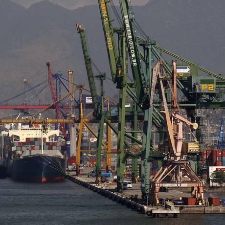 Porto do Rio de Janeiro: tempo de espera para descarregar navios será reduzido Foto: Custódio Coimbra / Agência O Globo