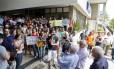 Paralisação. Estudantes e professores em greve participam de um ato na Gama Filho, em Piedade: para alunos como Diogo Fuser (acima), o medo é o de não poder se formar