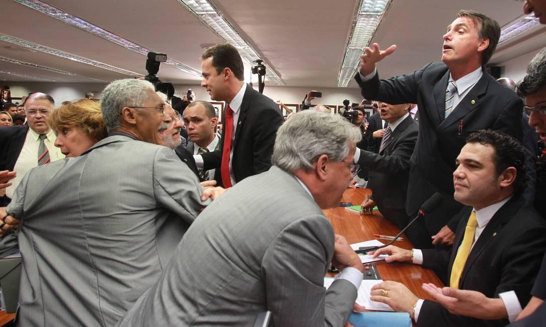 Parlamentares discutem durante sessão da Comissão de Direitos Humanos da Câmara, sob a presidência do deputado Marco Feliciano (PSC-SP) Foto: Givaldo Barbosa / O Globo