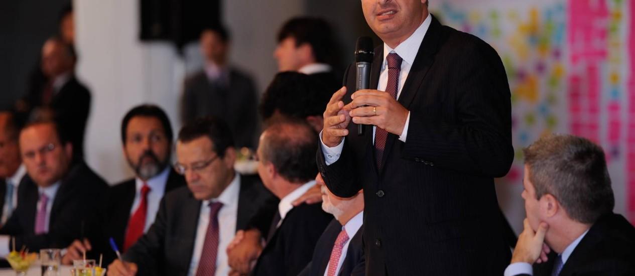 """Eduardo Campos, em reunião de governadores: """"É melhor perder os anéis e manter os dedos"""" Foto: José Cruz / Agência Brasil"""