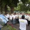 Taxistas se reuniram no início da manhã contra liminar em frente ao clube Boqueirão, próximo ao Aeroporto Santos Dumont Foto: Fernando Quevedo / O Globo