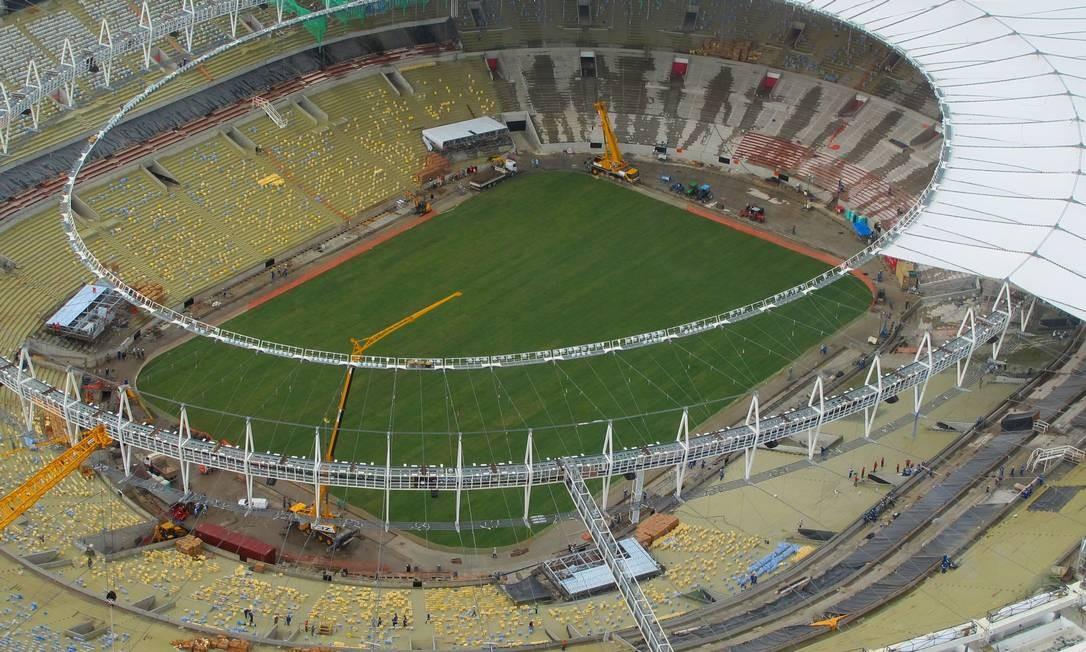 O gramado que deve ser o mesmo da Copa do Mundo está se adaptando bem ao terreno do Maracanã Foto: Genilson Araújo
