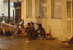 Na rua. Grupo em Copacabana Foto: Eduardo Naddar / O Globo