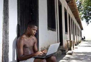 Planos. Artur dos Santos Peçanha, morador de antiga senzala em Quissamã, quer estudar com bolsa do petróleo Foto: Fabio Rossi / Agência O Globo