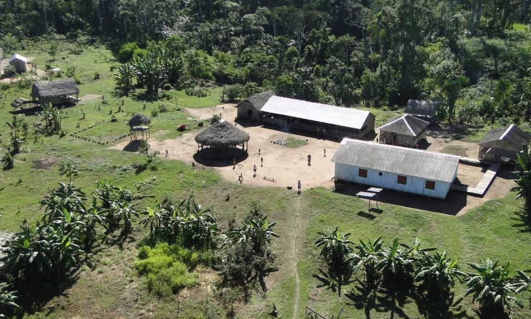 Receitas xamânicas foram produzidas e compiladas em livro na língua nativa da etnia Kaxinawá, em aldeia (na foto) localizada no Baixo Rio Jordão (AC) Foto: Divulgação/Ibama