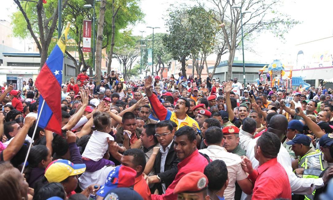 Presidente em exercício da Venezuela, Nicolás Maduro, participou de um ato neste sábado, em Caracas Foto: Carlos Garcia Rawlins / Reuters