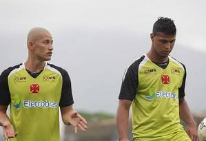 O lateral Nei e o atacante Romário em foto de arquivo Foto: Divulgação / Vasco