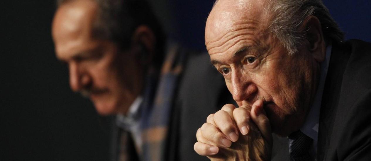 O ministro dos Esportes, Aldo Rebelo, e o presidente da Fifa, Joseph Blatter durante conferência em Zurique Foto: MICHAEL BUHOLZER / REUTERS