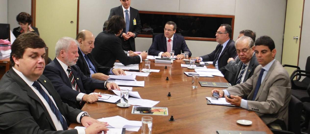 Presidente da Câmara dos Deputados, Henrique Eduardo Alves comanda a reunião da mesa diretora Foto: Ailton de Freitas / O Globo