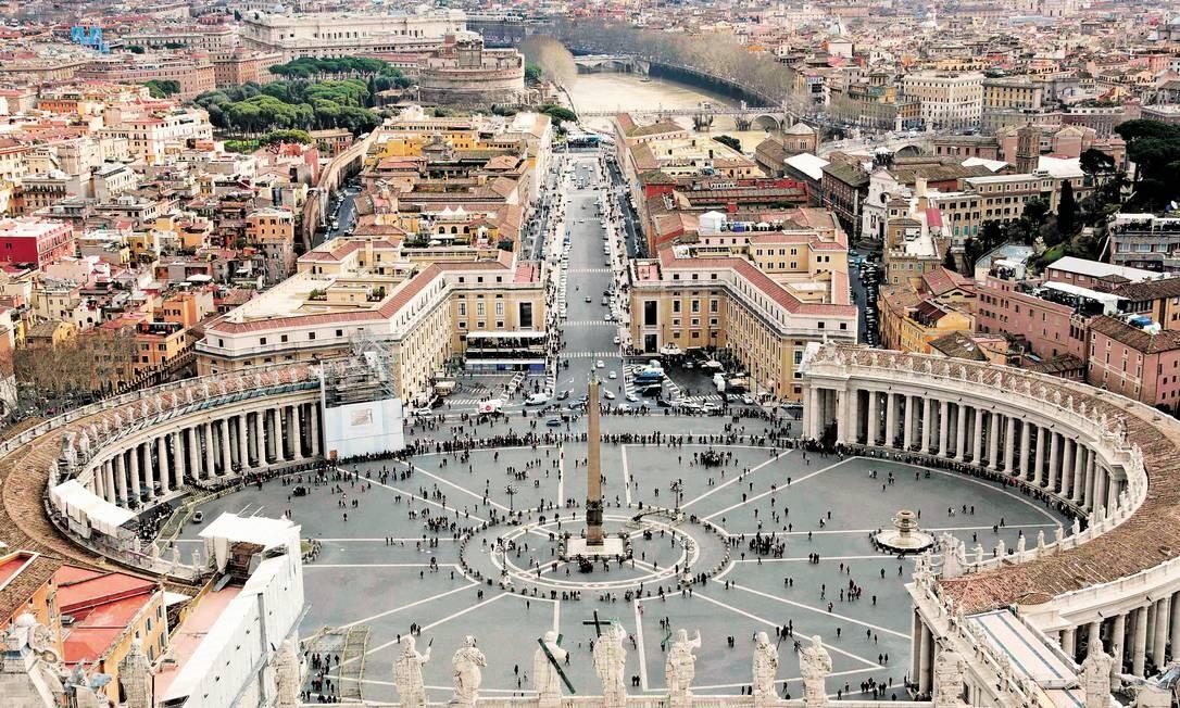 A colunata de São Pedro, no Vaticano, uma das obras mais famosas de Bernini Foto: Eric Gaillard / Reuters