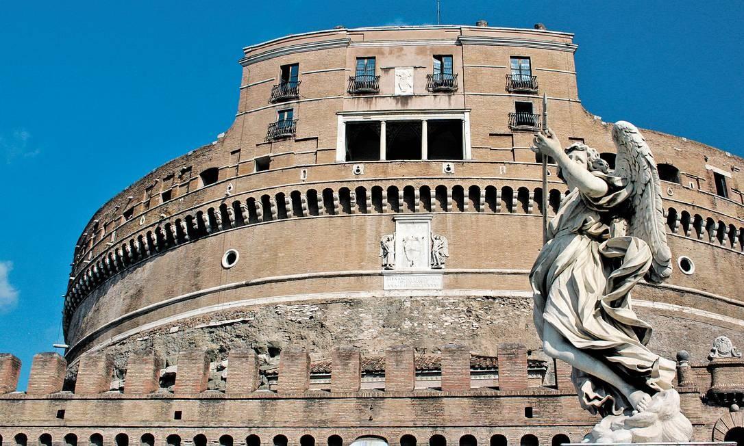 Bernini também projetou os anjos que representam a Paixão de Cristo na ponte do Castel Sant'Angelo, que atravessa o Rio Tibre Foto: Carla Lencastre / O Globo