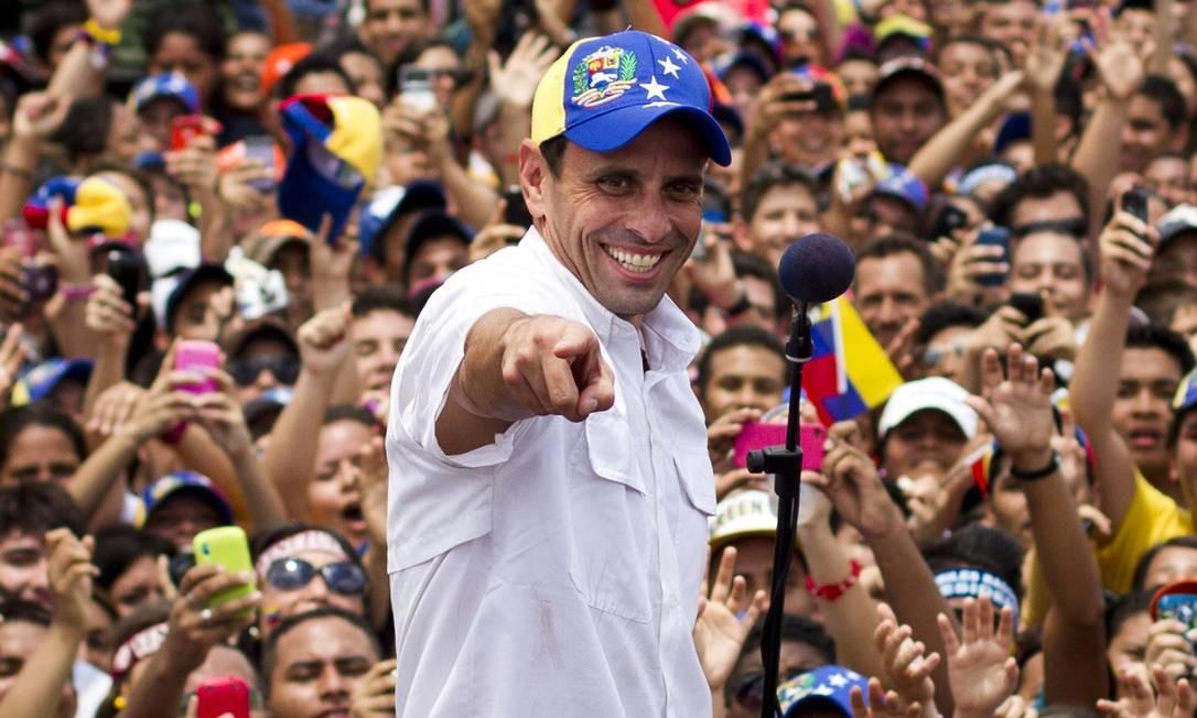 Capriles canta em campanha presidencial em Maturin, no estado de Monagas Foto: Carlos Garcia Rawlins / REUTERS