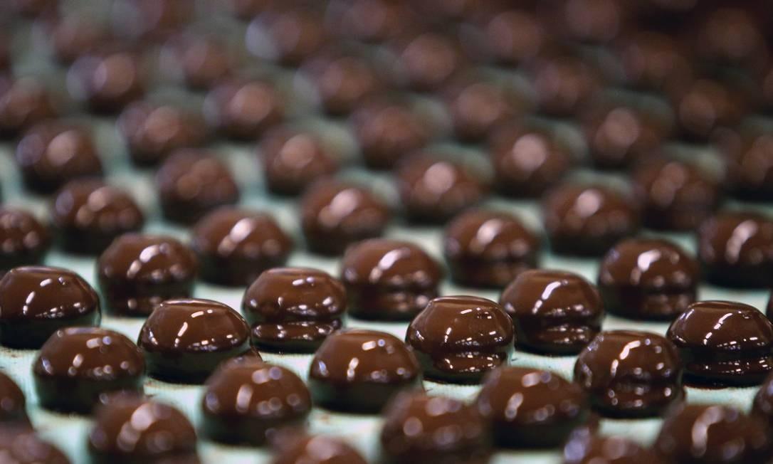 Entre os produtos pesquisados, cinco são fabricados apenas com a quantidade mínima de cacau estabelecida pela Anvisa / Foto: Foto: Paul Thomas / Bloomberg