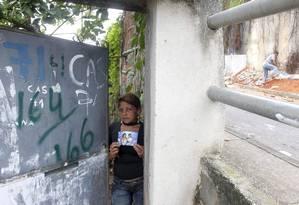 Gildania: ela mora no mesmo ponto do Morro dos Prazeres onde perdeu duas filhas num deslizamento Foto: Marcelo Carnaval / O Globo