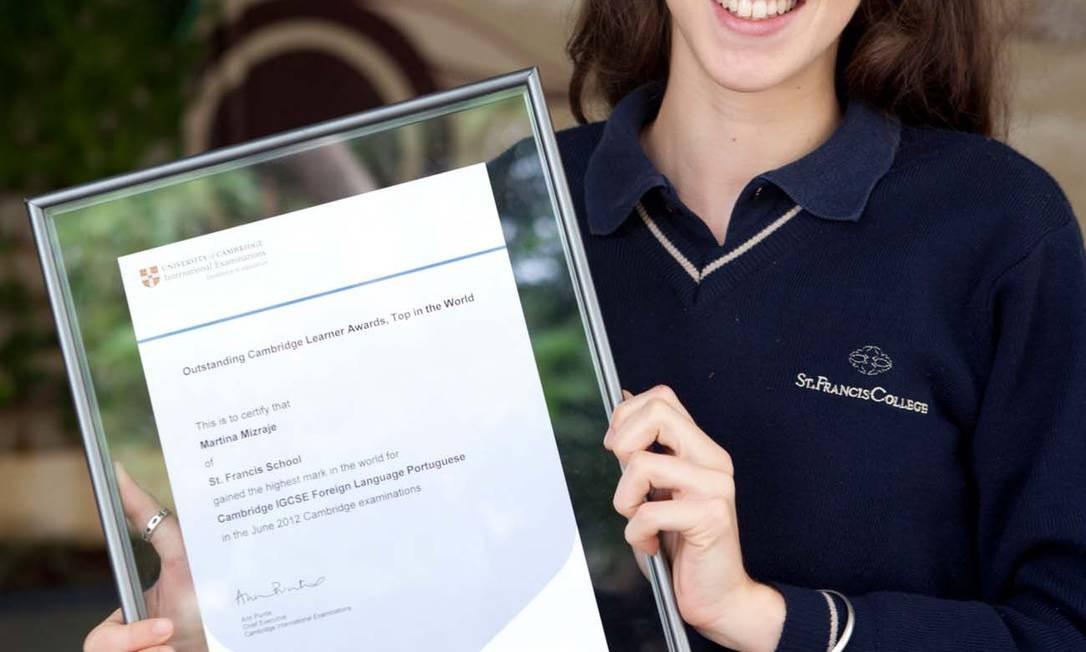 Prêmio. Martina obteve nota máxima no teste de língua portuguesa aplicado por Cambridge Foto: Divulgação