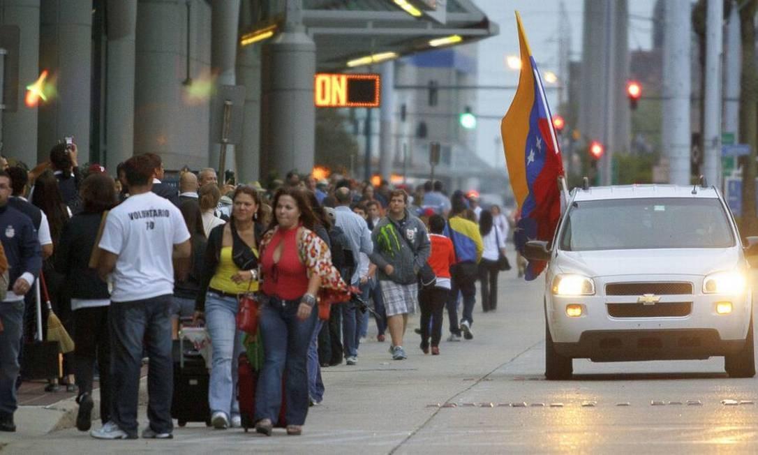 Fila de venezuelanos para votar em Nova Orleãs nas eleições presidenciais de 7 de outubro: transtorno se repetirá no dia 14 de abril Foto: MATTHEW HINTON / AP