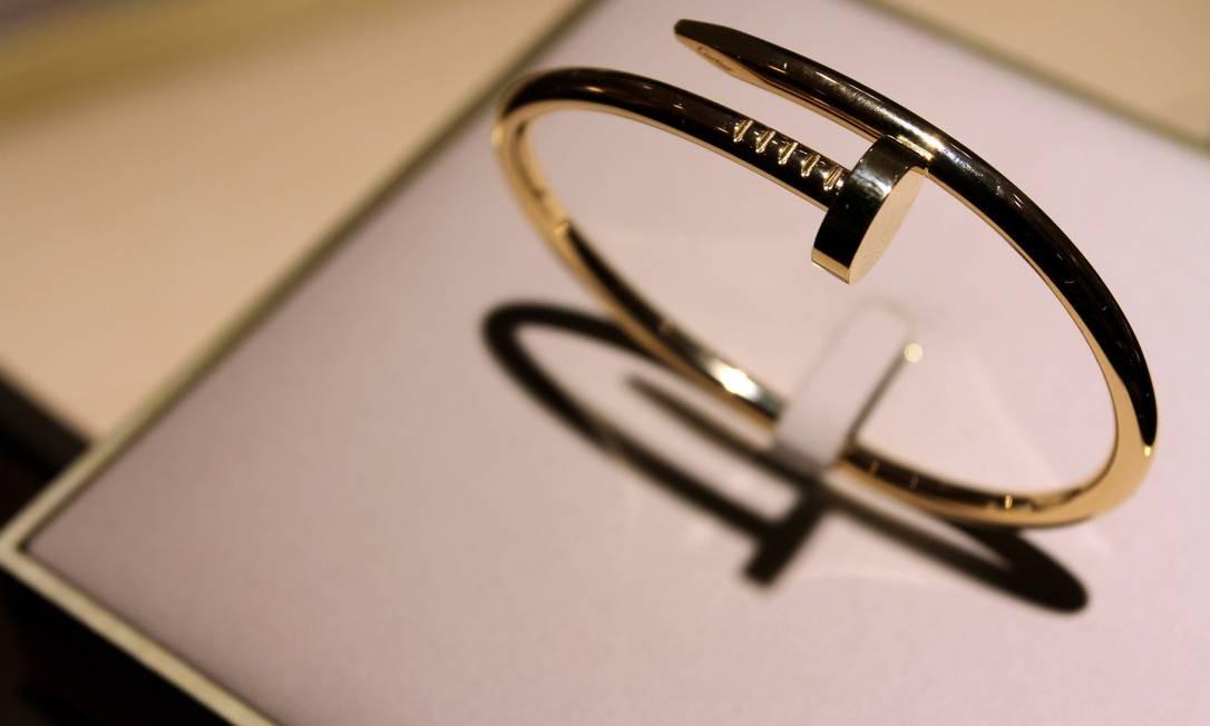 A loja do VillageMall só recebeu a pulseira Juste un Clou, conhecida por seu formato que lembra um prego, após pedidos de clientes dispostos a pagar R$ 16 mil, à vista, pela peça Rafael Moraes