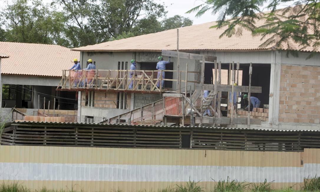 A obra do anexo da biblioteca do campus se arrasta há anos Foto: Hudson Pontes / Agência O Globo