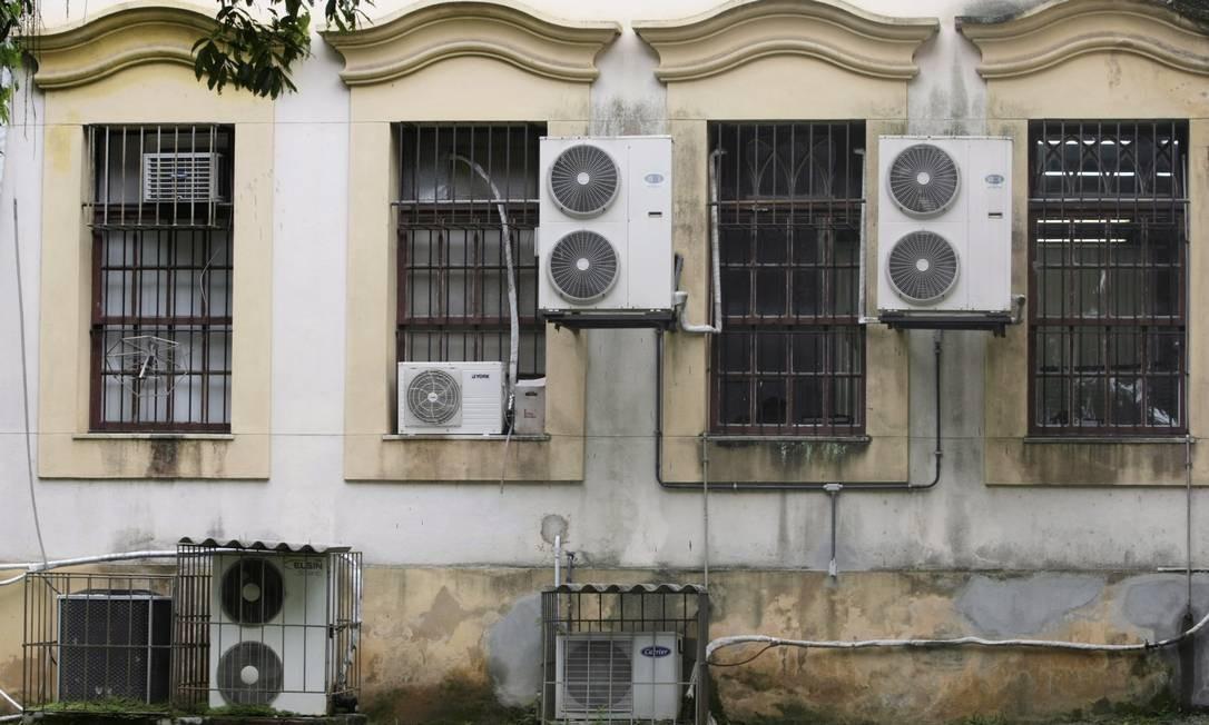 Embora parte das edificações do campus seja tombada, há descuido na manutenção de unidades Foto: Hudson Pontes / Agência O Globo