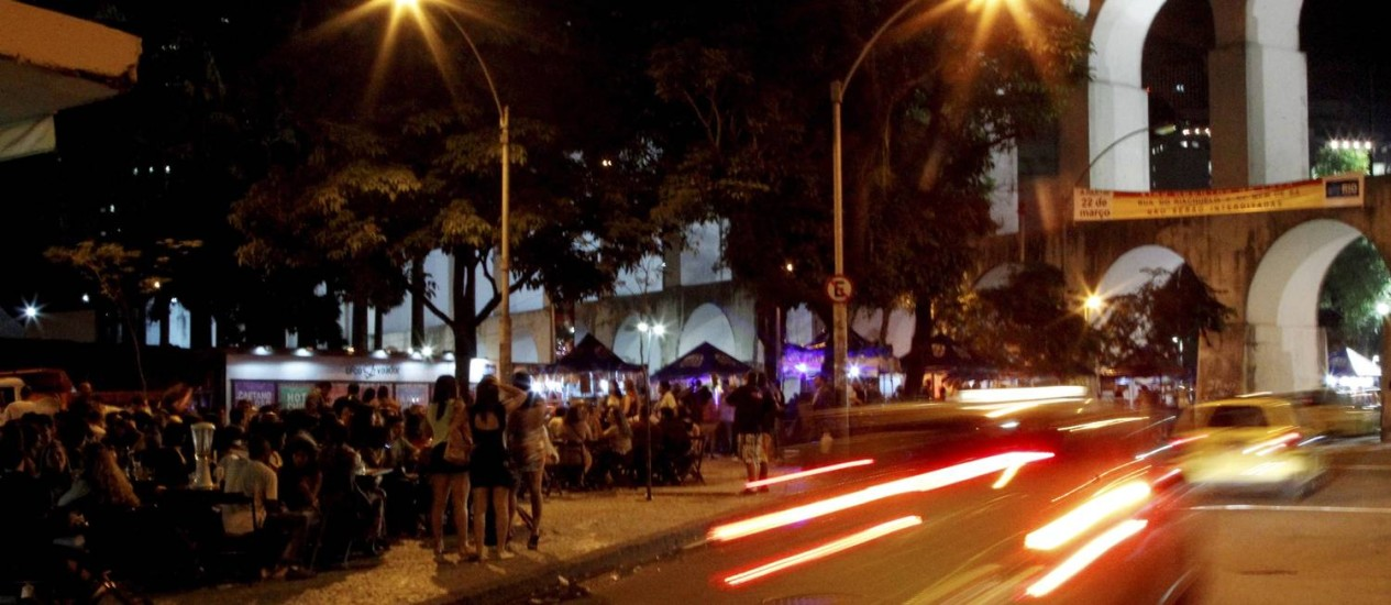 Movimentação no primeiro dia de reabertura da Lapa para veículos Foto: Marcelo Piu / O Globo