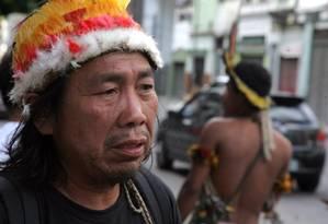 Indígenas retirados da Aldeia Maracanã estão morando em um pequeno hotel no Centro do Rio. Na foto, o cacique Carlos Tucano Foto: Pedro Teixeira / Agência O Globo