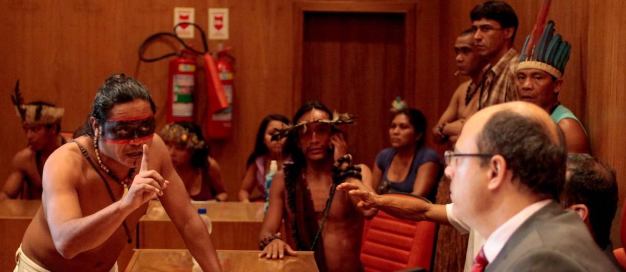 Índios participam de audiencia pública com o Juiz Federal Wilson Witzel, na sede da Justiça Federal, no Centro Foto: Pedro Kirilos / Agência O Globo