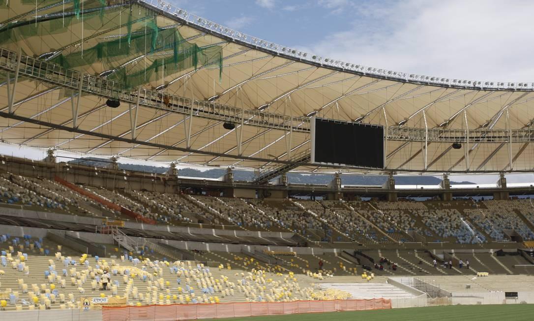 Telão também já foi instalado no Maracanã Foto: Marcos Tristão / Agência O Globo