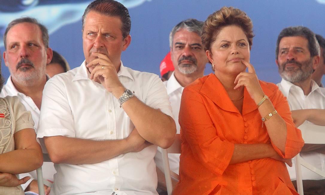 O governador de Pernambuco, Eduardo Campos, e a presidente Dilma Rousseff Foto: Hans von Manteuffel / O Globo