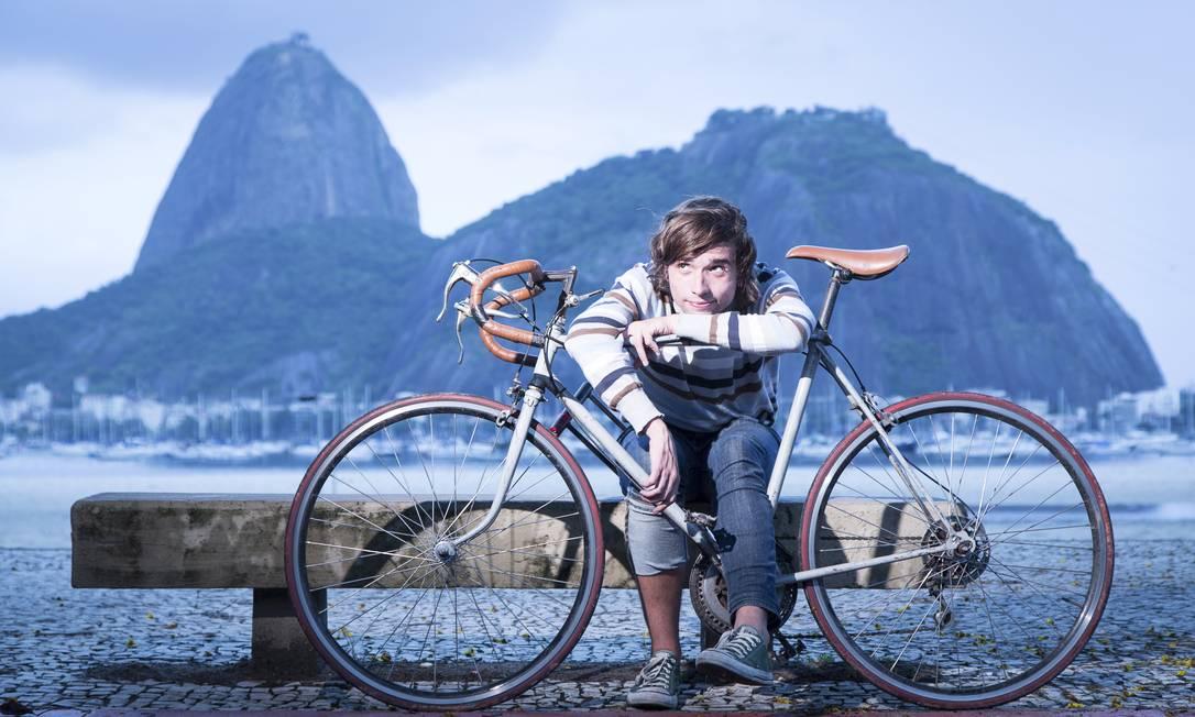 Retrô: A Monark anos 70 do músico Cassius Augusto, de 24 anos, tem peças de vários modelos de bicicletas Foto: Leo Martins / Agência O Globo
