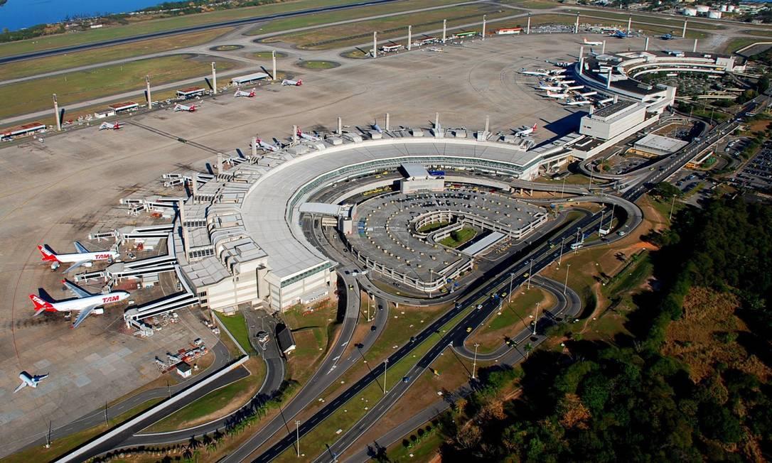 Vista aérea do Galeão: segundo o ministro Moreira Franco, há uma visão unânime de que o serviço é ruim Foto: Parceiro / Genilson Araújo
