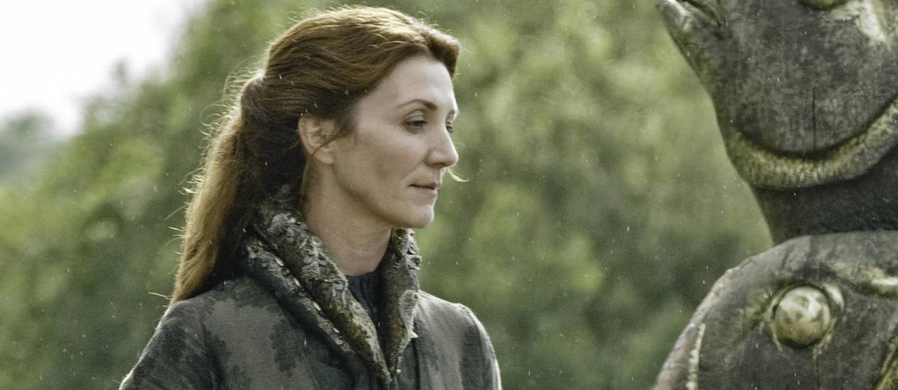 Catelyn Tully (Michelle Fairley) quer ver o filho Robb Stark virar rei Foto: Divulgação