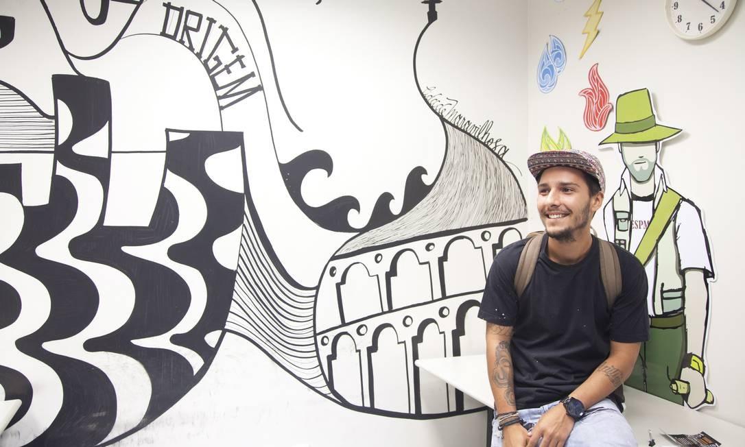 O artista Igor Nunes foi convidado a compor um dos espaços da ESPM, onde ele estuda Foto: Ana Branco / Agência O Globo