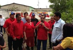Nicolás Maduro no pátio da casa da família de Chávez, em Sabaneta Foto: Twitter de Maduro