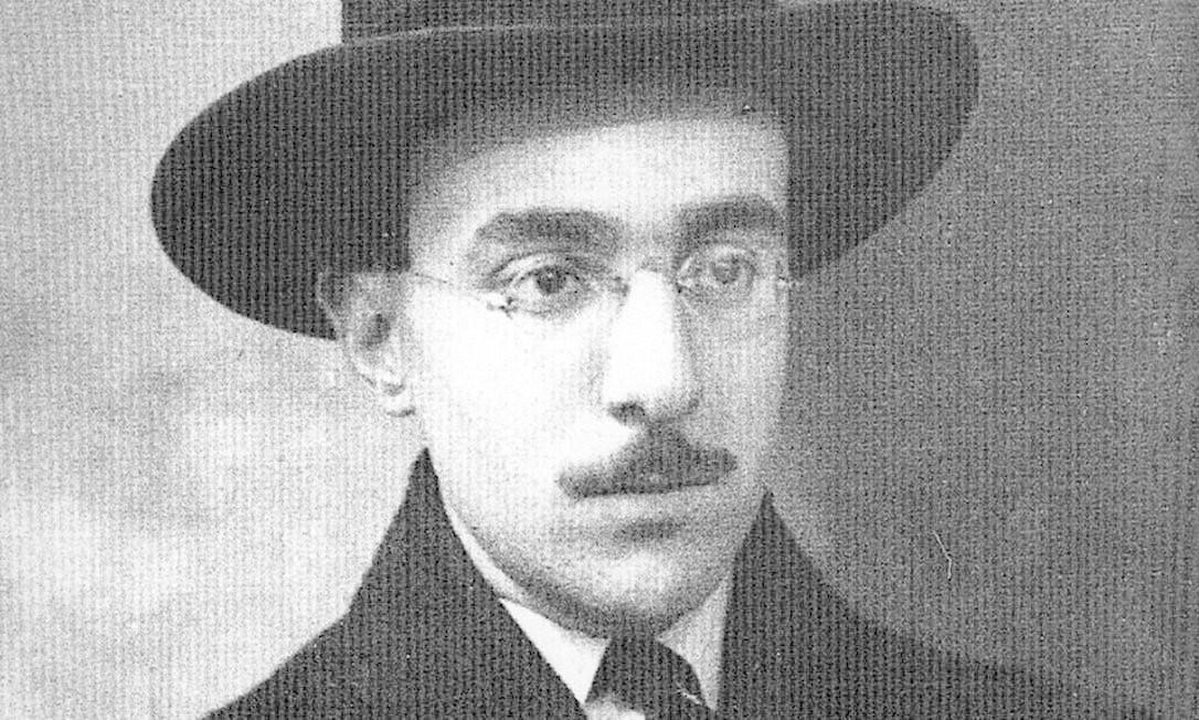 Várias faces. O poeta português Fernando Pessoa teve heterônimos com os quais assinava seus poemas Foto: Reprodução / Arquivo